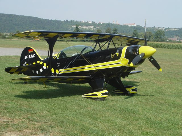 Pitts S2B aircraft